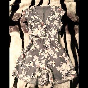 ✨ASOS medium gray floral romper play suit